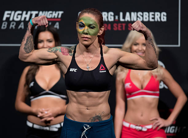 Cyborg rechaça luta com Ronda no UFC, sugere WWE e rebate treinador: 'Piada'