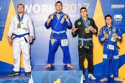 Ouro duplo na faixa-azul do Mundial, Pedro Machado aponta: 'Um feito que eu não esperava'