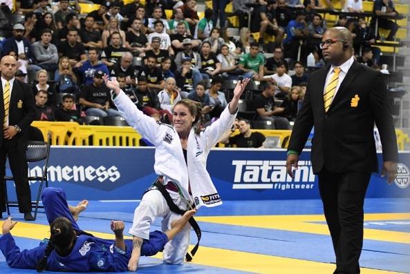 Campeã mundial, Luiza comenta desclassificação de Bia na final: 'Decisão dos árbitros foi a certa'