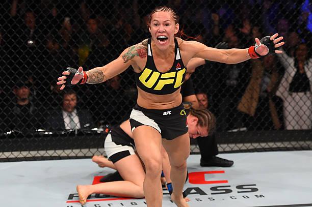 Ultimate confirma luta entre Cris Cyborg e Megan Anderson pelo cinturão dos penas no UFC 214