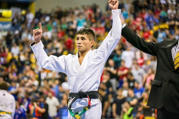 Bronze no Mundial, Lucas Pinheiro visa próximos desafios: 'Aos poucos, eu estou chegando'