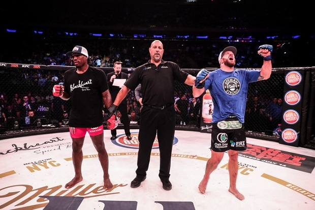 Ryan Bader traçou melhor estratégia e venceu Phil Davis por decisão dividida (Foto: Bellator)