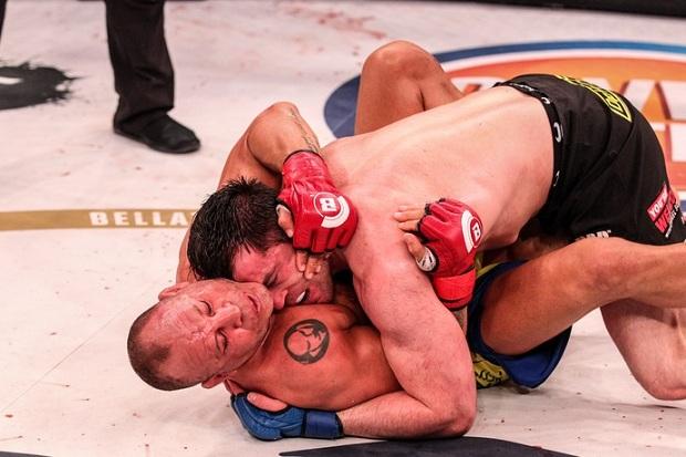 Chael Sonnen anulou o jogo de Wanderlei e venceu o brasileiro por decisão unânime (Foto: Bellator)