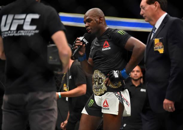Jon Jones derrota Cormier em revanche, e Cyborg salva noite brasileira no UFC 214; confira