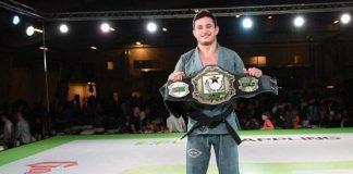 Caio Terra finalizou rapidamente sua luta e conquistou cinturão peso-galo (Foto: Mike Calimbas)