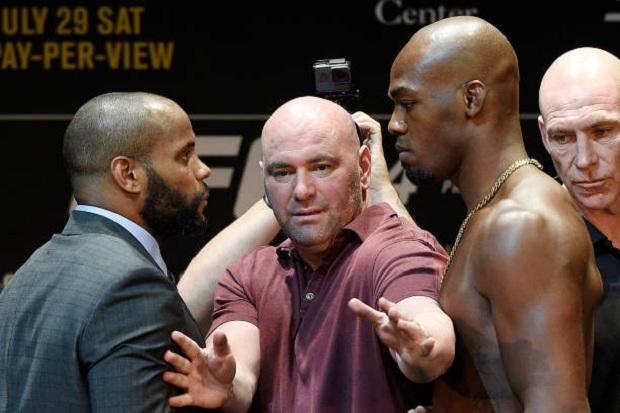 Jon Jones é tido como grande favorito para confronto contra Cormier no UFC 214 (Foto: Getty Images)