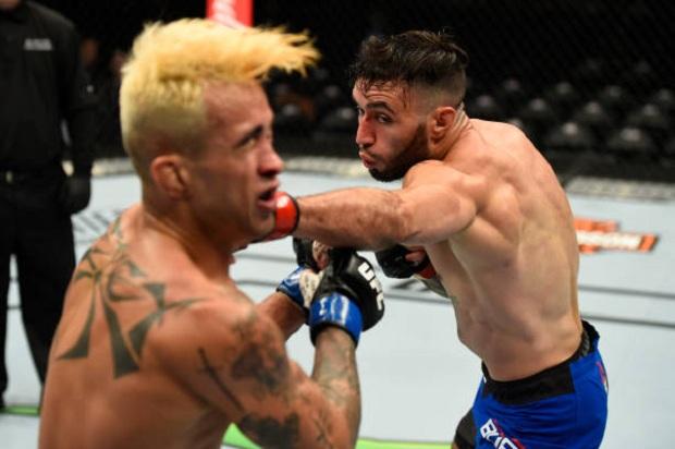 Shane Burgos foi mais preciso nos golpes e derrotou Godofredo Pepey (Foto: Getty Images)