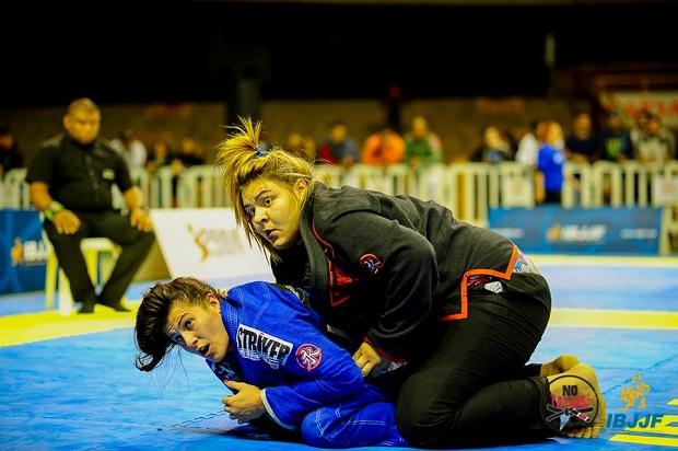 Tayane Porfírio faturou o ouro duplo no BH Open de Jiu-Jitsu (Foto: No Tatame/IBJJF)