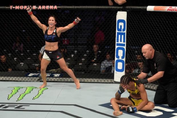 Tecia Torres aproveitou vacilo de Ju Thai e finalizou a brasileira no segundo round (Foto: Getty Images)