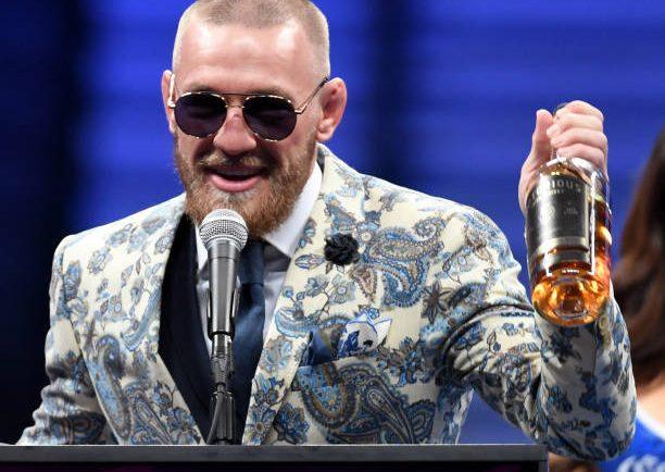 Sobre o futuro, McGregor diz que é 'agente livre', mas Dana aponta: 'Prefiro que volte ao MMA'; saiba