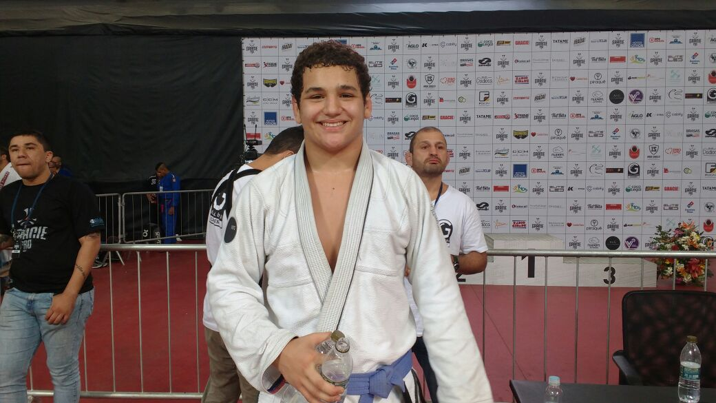 Descontraído, Rayron Gracie conta que treinava Boxe e Muay Thai, e relembra: 'Não gostava de Jiu-Jitsu'