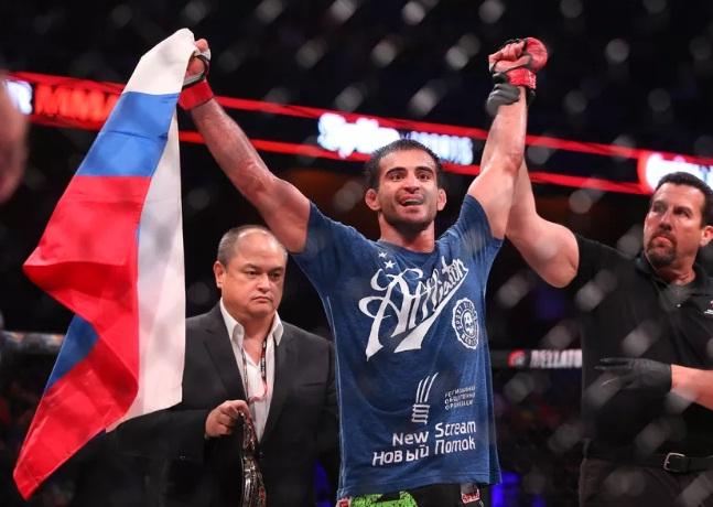 Andrey Koreshkov nocauteia Njokuani na luta principal do Bellator 182, e brasileiras triunfam; resultados