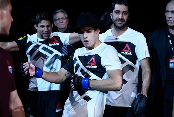 Sertanejo adia lua de mel por duelo no UFC Pittsburgh e cutuca rival: 'Não devia ter atrapalhado'