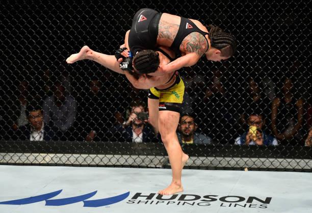 Batalha entre Bate-Estaca e Claudinha recebe prêmio de 'Luta da Noite' do UFC Japão; saiba mais