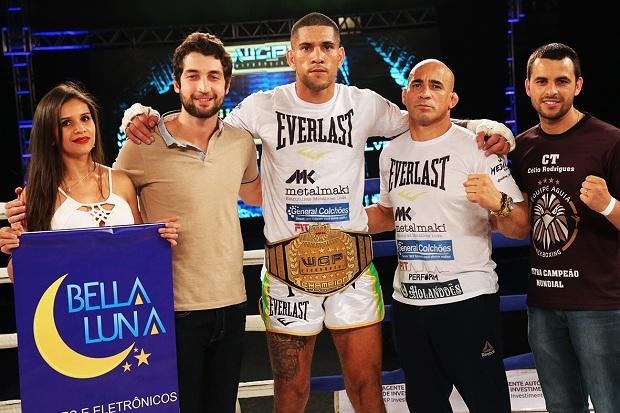 Alex Pereira não deu chances a Maycon Silva e manteve cinturão (Foto: David Leite)