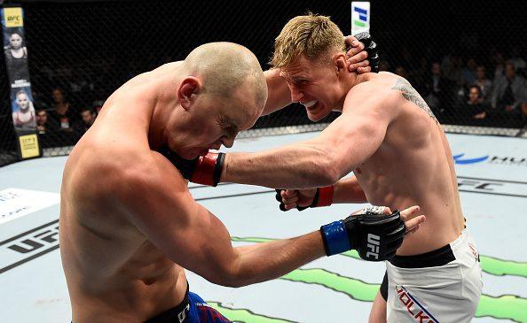 Volkov derrota Struve por nocaute técnico, e Michel Trator 'salva a pátria' brasileira no UFC Roterdã