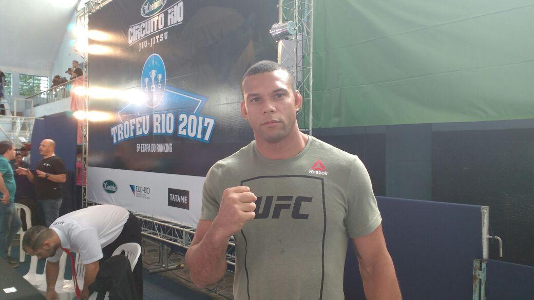Thiago Marreta, atleta do UFC e líder de projeto social, elogia estrutura da FJJD-Rio: 'Deu vontade de competir'