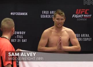 Sam Alvey, ainda na balança, pediu desculpas por não bater o peso (Foto: Reprodução/MMA Junkie)