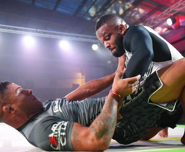 DJ Jackson vence Durinho no Fight To Win e Talita Alencar conquista cinturão
