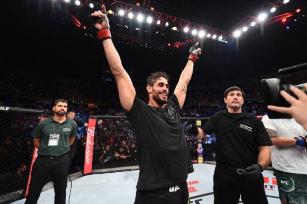 Antônio Cara de Sapato emplacou sua quarta vitória consecutiva pelo UFC (Foto: Getty Images)
