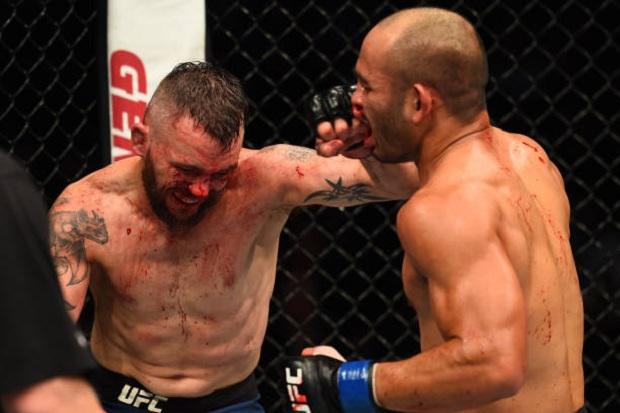 Em duelo com trocação franca, Frank Camacho levou a melhor e derrotou Damien Brown (Foto: Getty Images)