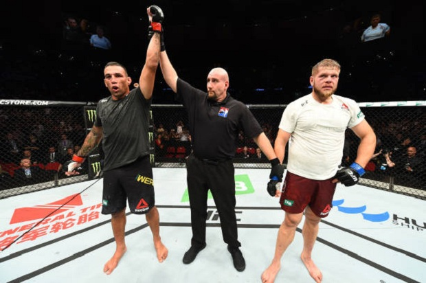 Em luta bem disputada, Fabrício Werdum vence Marcin Tybura e pede chance pelo cinturão; veja