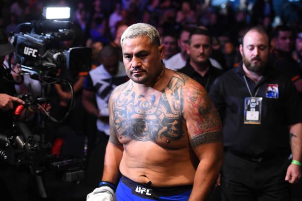 Liberado, Hunt chama Werdum para UFC 221 e provoca: 'Deu sorte na joelhada'
