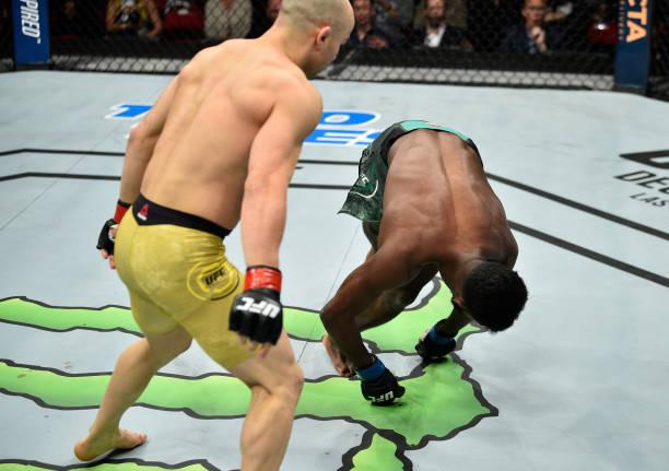Vídeo: assista ao nocaute espetacular de Marlon Moraes em Aljamain Sterling no UFC Fresno