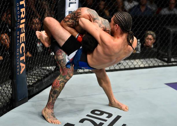 'Senti como se eu fosse morrer', diz Cub Swanson sobre guilhotina de Ortega no UFC Fresno