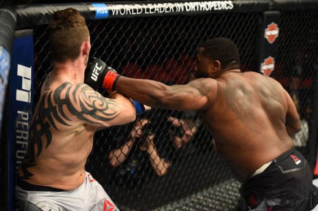 Justin Willis não deu chances e nocauteou Allen Crowder ainda no primeiro round (Foto: Getty Images)