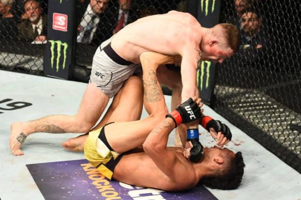 Paul Felder resistiu ao Jiu-Jitsu de Charles do Bronx e superou o brasileiro por nocaute (Foto: Getty Images)