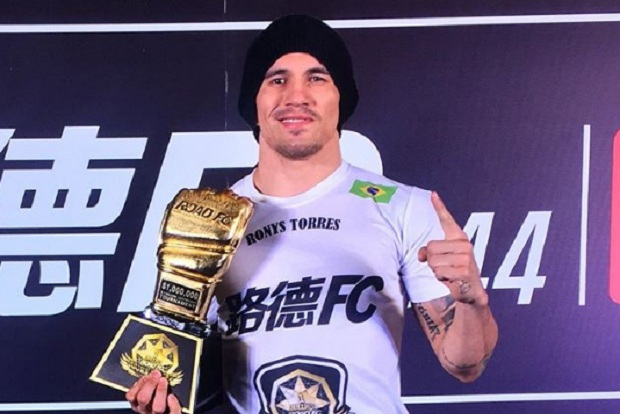 Na 'briga' por US$ 1 milhão em GP, Ronys Torres descarta UFC: 'Eu fui injustiçado'