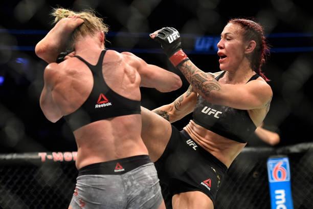 Vídeo: confira os melhores momentos do confronto entre Cris Cyborg e Holly Holm no UFC 219