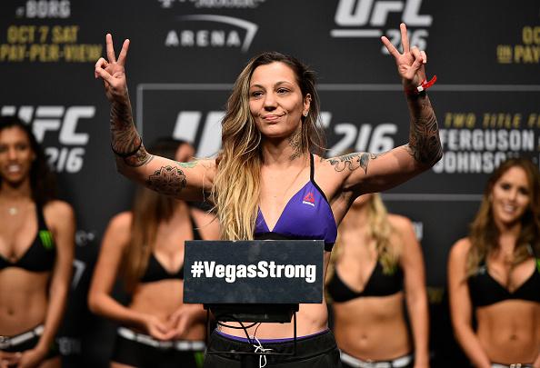 Em busca da sua primeira vitória no UFC, Kalindra projeta duelo com Eye em St. Louis: 'Faremos um lutão'