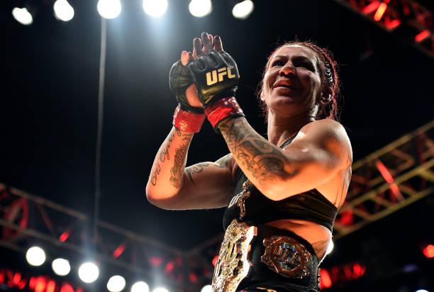 Após vitória no UFC 219, Cris Cyborg sobe no ranking peso-por-peso do Ultimate; Khabib entra no Top-15