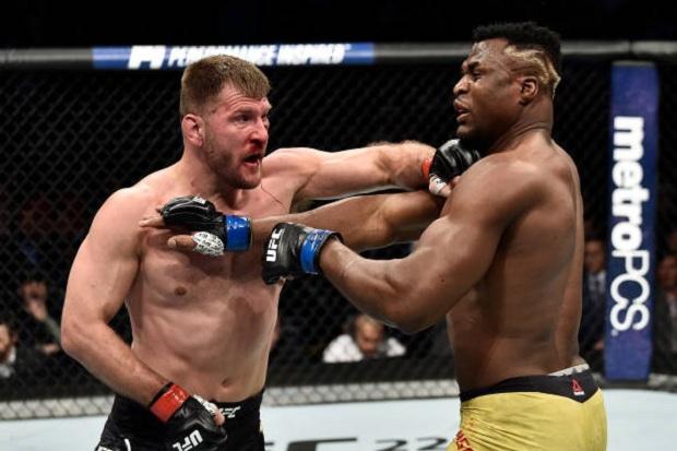 Com estratégia perfeita, Stipe Miocic anulou Francis Ngannou e segue como campeão nos pesados (Foto: Getty Images)