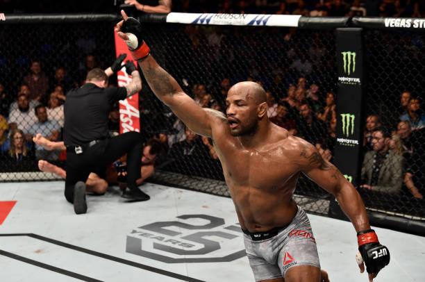 Romero nocauteia Rockhold no UFC 221, mas não leva cinturão interino dos médios; confira