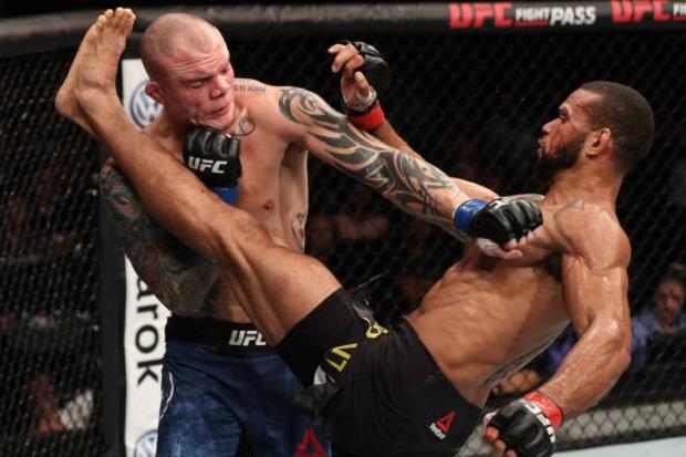 Thiago Marreta aplicou belo nocaute sobre Smith e chegou à quarta vitória seguida (Foto: Getty Images)