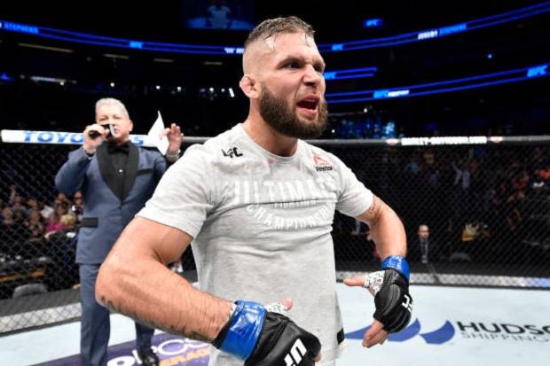 Stephens nocauteia Emmett de forma brutal no UFC Orlando; Bate-Estaca vence Tecia Torres