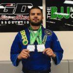 Horlando Monteiro com suas conquistas capturadas no último fim de semana, pelo Chicago Open (Foto: Divulgação)