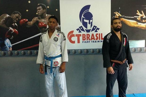 Uanderson (faixa-azul) e Tiago (faixa-marrom) prometem boas atuações neste fim de semana (Foto: Divulgação)