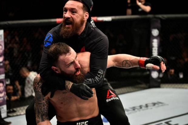 Paul Craig aplicou um triângulo no último segundo e saiu vencedor no UFC Londres (Foto: Getty Images)