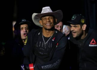 Alex Cowboy promete 'sair na porrada' para vencer duelo contra Carlos Condit (Foto: Getty Images)