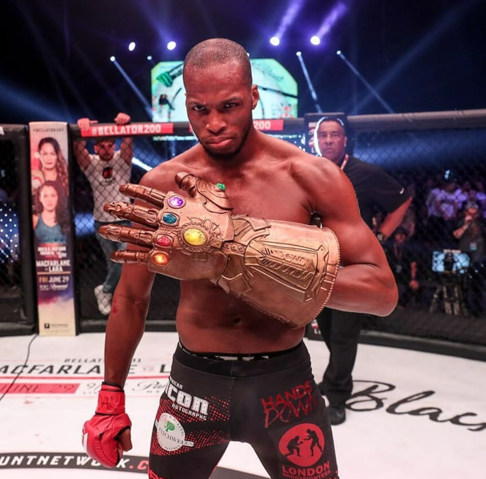 Vídeo: as belas vitórias de Michael Page e Phil Davis no card principal do Bellator 200; assista