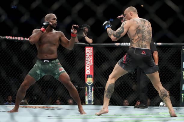 Vídeo: veja como foi a finalização e os dois nocautes que marcaram o UFC 225