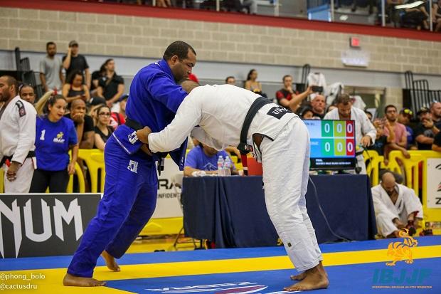 Em preparação para o Mundial Master, Bruno Bastos treina com Mahamed Aly: 'Experiência incrível'