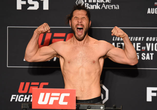Lutadores batem o peso e todos os 13 duelos do UFC Lincoln são confirmados; confira