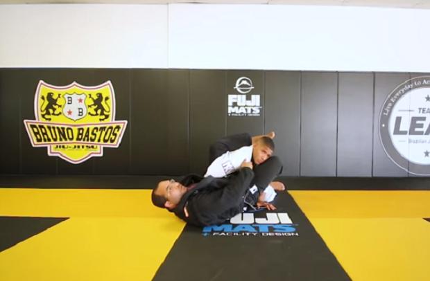 Vídeo: Mahamed Aly e Bruno Bastos mostram formas de atacar no triângulo e na omoplata; confira