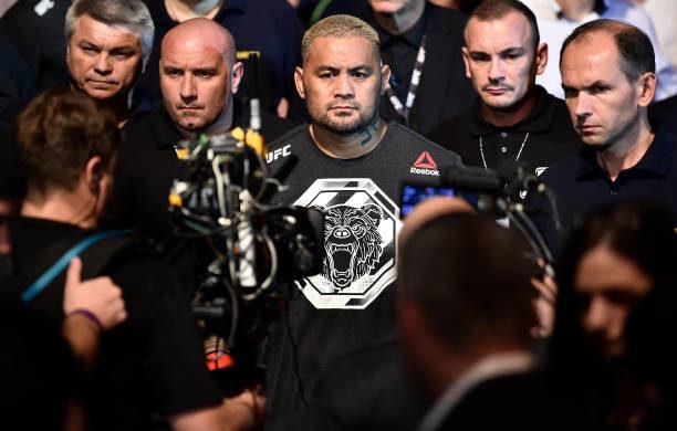 Werdum e Wanderlei cutucam Hunt após revés no UFC Rússia: 'Como se soletra Brazilian Jiu-Jitsu?'