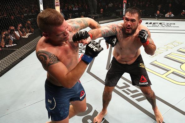Sakai revela lesão na mão após soco em Sherman, mas ressalta: 'A vitória era minha de qualquer jeito'